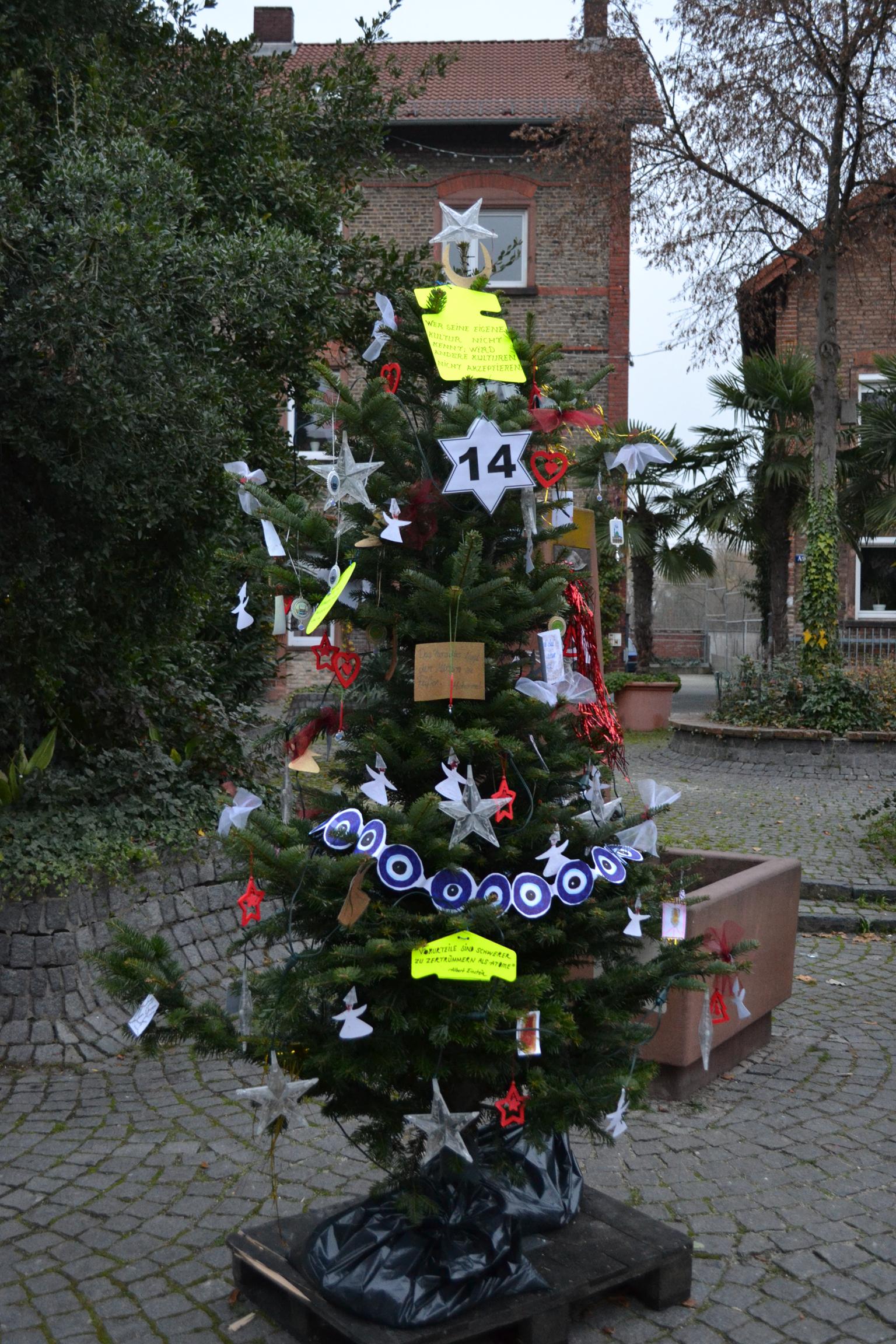 Aktion Wir Schmucken Einen Weihnachtsbaum