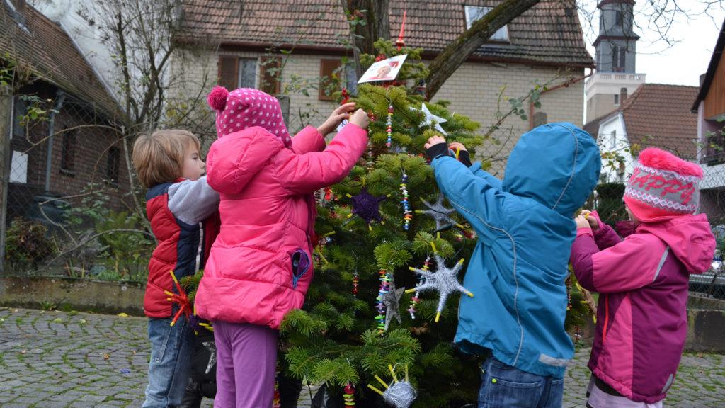kleiner-baum-wir-schmuecken-einen-weihnachtsbaum-polymerfm-fechenheimer-weihnachtsmarkt